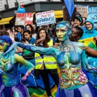 Dancers open a march as part of World Oceans day in Paris on Saturday to raise concerns about global warning.   AFP-JIJI