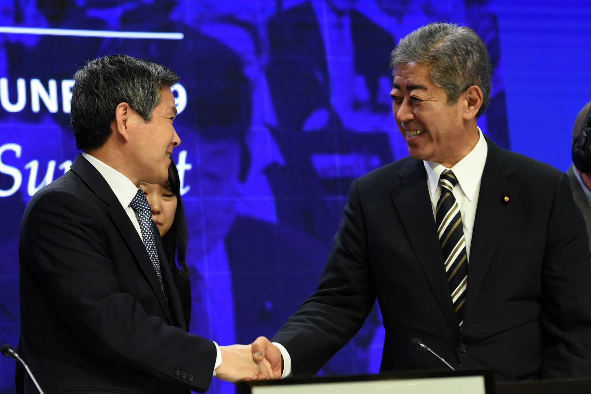 Defense Minister Takeshi Iwaya (right) greets his South Korean counterpart, Jeong Kyeong-doo, during the Shangri-La Dialogue in Singapore on Saturday. | AFP-JIJI