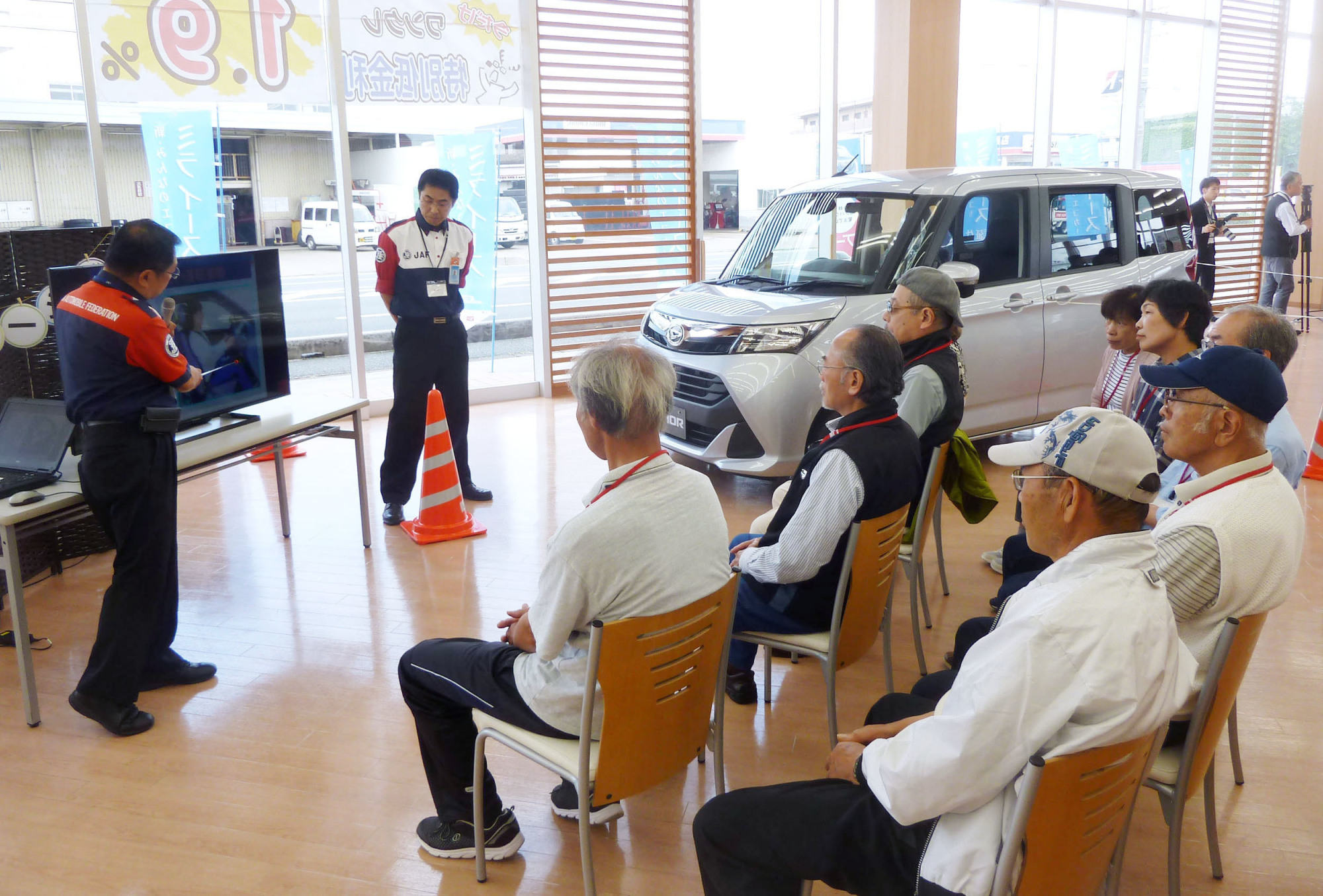 Elderly drivers attend a road safety class in Matsusaka, Mie Prefecture, in May 2017. | KYODO