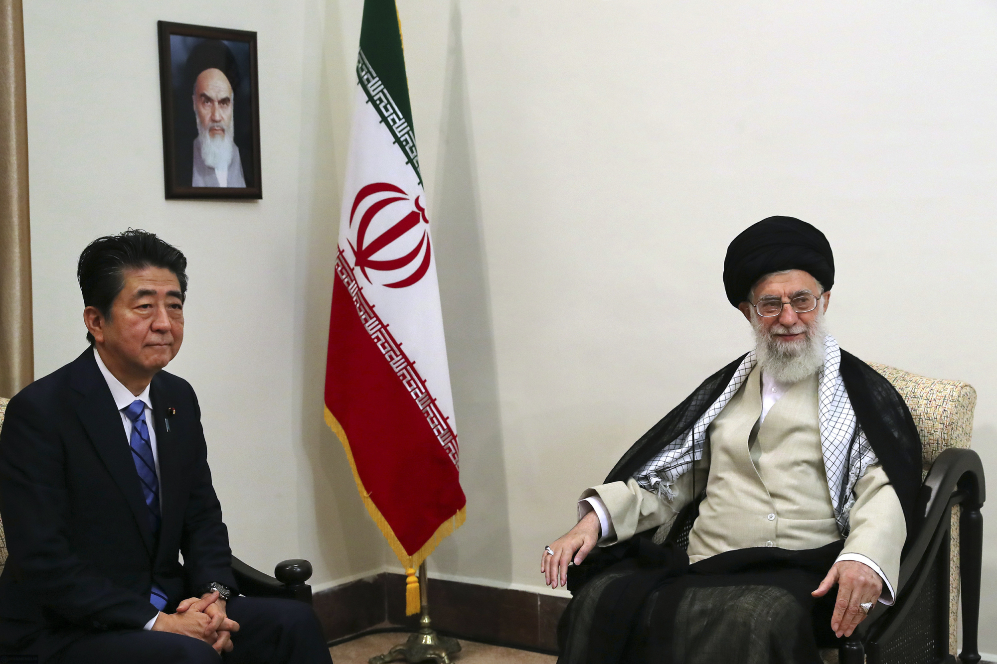 Prime Minister Shinzo Abe meets with Ayatollah Ali Khamenei, Iran's supreme leader, in Tehran on Thursday. A portrait of the late Iranian revolutionary founder, Ayatollah Khomeini, hangs on the wall. | AP