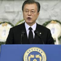 South Korean President Moon Jae-in has called for Japan to accept Seoul's proposal to compensate Korean wartime laborers through funds from companies of both countries. | KYODO
