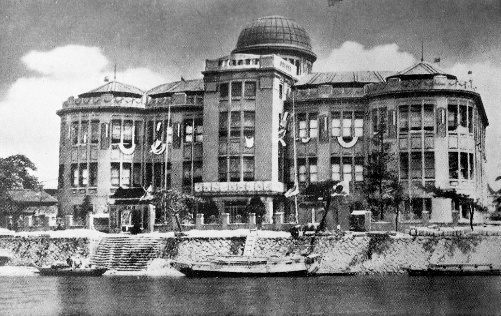 The Hiroshima Prefectural Industrial Promotion Hall before the nuclear bomb of 1945.  | KYODO