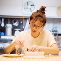 School lunch, cool lunch: Ryoko Shinohara proves the power of a boxed meal when dealing with her daughter in 'Bento Harassment.' | © 2019 'BENTO HARASSMENT' SEISAKU IINKAI