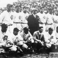 Lineup: The Royal Giants at Jingu Stadium in Tokyo for their late 1920s tour of Tokyo. | GENTLE BLACK GIANTS / NISEI BASEBALL RESEARCH PROJECT