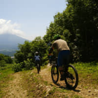 Niseko's temperate climate during the summer is ideal for cycling, and cyclists can take part in several events held in the area. | NISEKO TOURISM