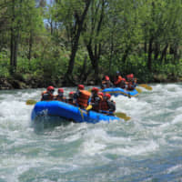 Niseko is known for its canoeing, paddle boarding, rafting and kayaking experiences. | NISEKO TOURISM
