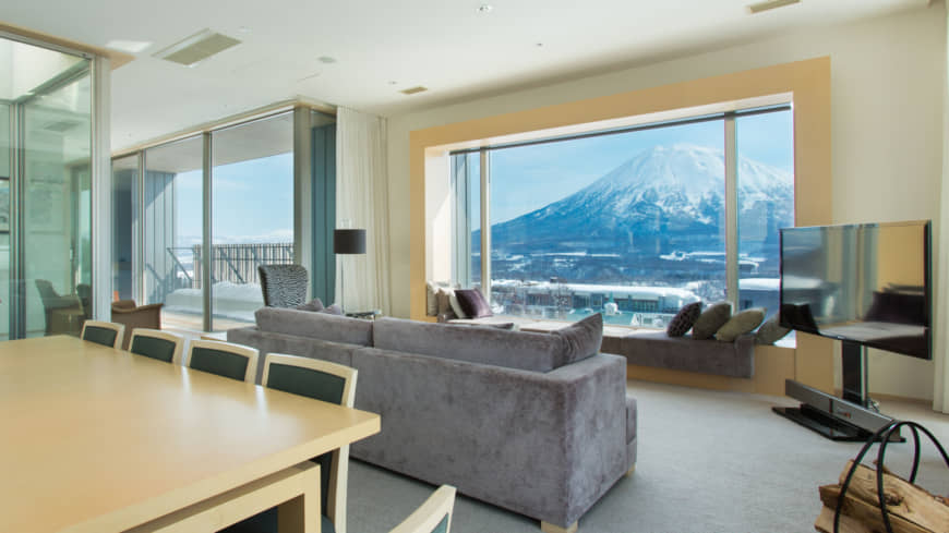 Suites are stylishly decorated, and guests can enjoy an awe-inspiring view of Mount Yotei from the windows and balconies. | CHALET IVY