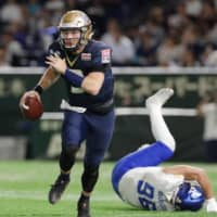 Obic quarterback Skyler Howard looks to throw the ball during the Pearl Bowl on Monday at Tokyo Dome. | KYODO