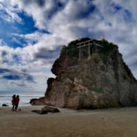 Inasa Beach is believed to be the sacred meeting spot of the innumerable gods that are said to gather every year at Izumo Shrine. It is among the 'Top 100 Beaches of Japan.'