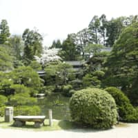 Chorakuen's 33,000-square-meter garden is frequently recognized in the U.S.-based Journal of Japanese Gardening.