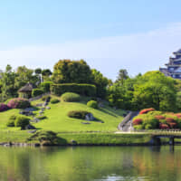 Okayama Korakuen Garden, with Okayama Castle in the background, is located in the prefecture's capital. | OKAYAMA PREFECTURAL TOURISM FEDERATION