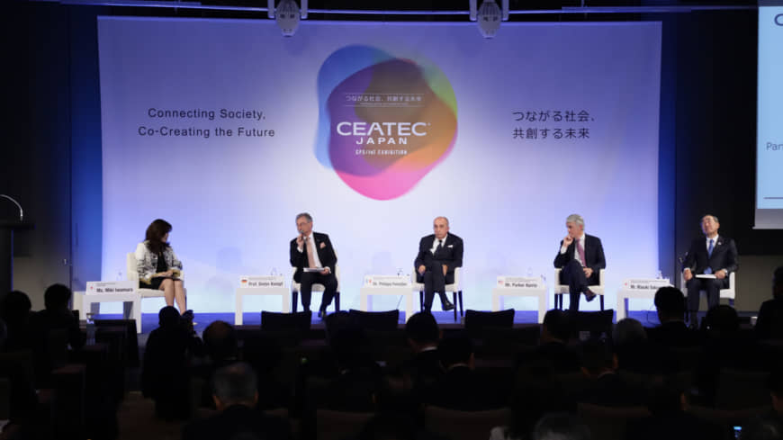 Prominent panelists discuss connecting society during CEATEC Japan 2018. | CEATEC EXECUTIVE BOARD