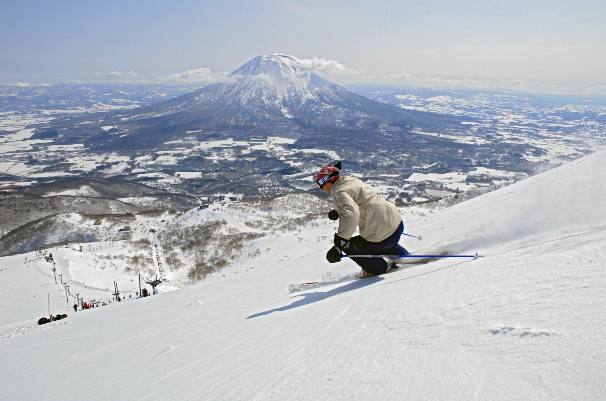 Grand Hirafu is Niseko's largest ski resort area, known for its high-quality powder snow and a wide variety of ski trails and parks.