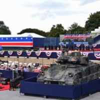 Men are seen working next to a Bradley Fighting Vehicle as preparations are made for the 'Salute to America' Fourth of July event with U.S. President Donald Trump at the Lincoln Memorial on the National Mall in Washington Thursday.   AFP-JIJI