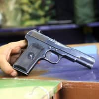 New Zealanders handed in more than 10,000 guns, parts of weapons and shooting accessories during the first week of a buy-back scheme, police figures released Sunday showed.   AFP-JIJI