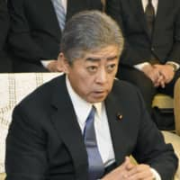 Defense chief apologizes to Yamaguchi governor for faulty Aegis survey