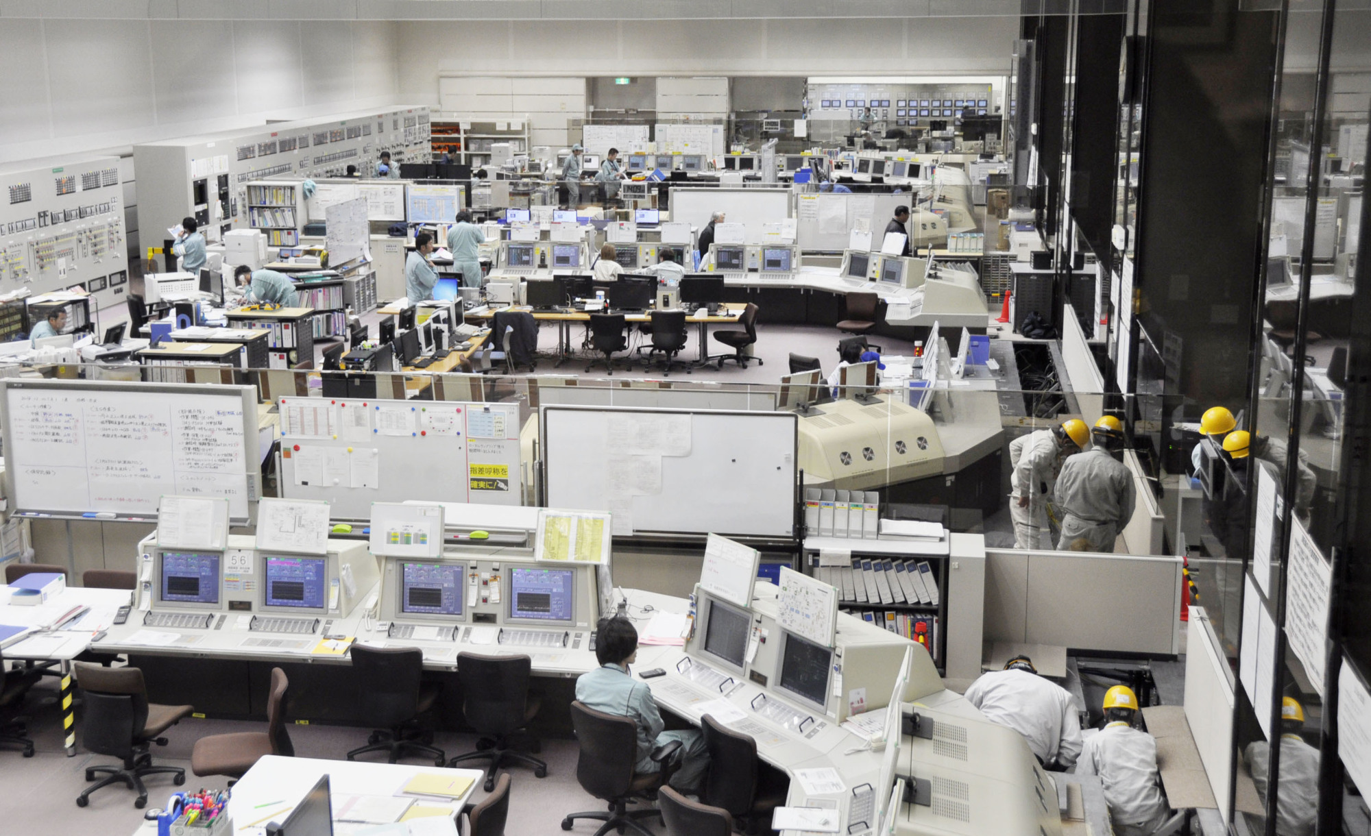 The central control room at the Rokkasho reprocessing plant in Rokkasho Village, Aomori Prefecture, is seen in December. | KYODO