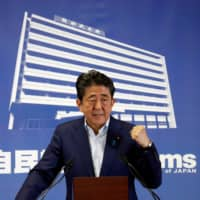 Poll shows 56% of Japanese oppose amending Constitution under Abe government