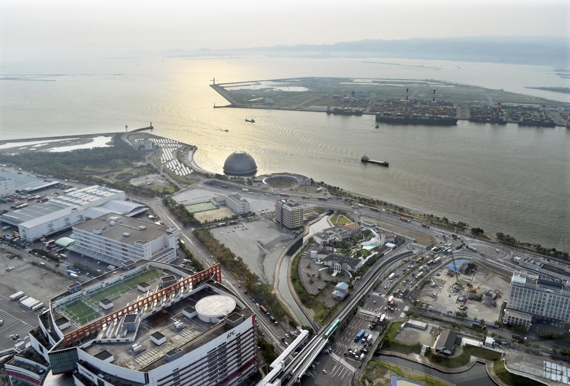 Yumeshima, an artificial island in Osaka Bay, will be used as a venue for the 2025 World Expo in Osaka. | ‹