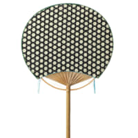 Kagome basket weave Like the open-mesh weave of the bamboo basket on which it is based, the design of this long-handled 'full moon'-type fan is airy and elegant.