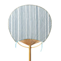 Takishima waterfall Lively stripes represent the cool, cascading lines of a waterfall in this medium-sized cotton fan. Reminiscent of pinstripes, it's a popular design among men.