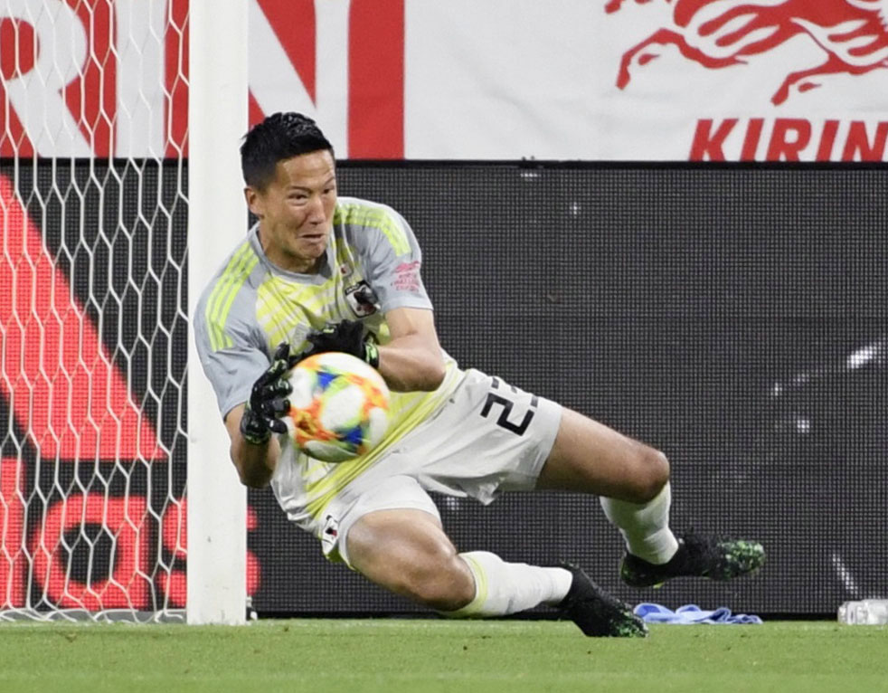 Japan goalkeeper Daniel Schmidt makes a save during a June 5 friendly against Trinidad and Tobago at Toyota Stadium in Aichi Prefecture. | KYODO