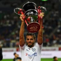 Chelsea captain Cesar Azpilicueta holds the Rakuten Cup trophy after Tuesday's match against Barcelona. | AFP-JIJI