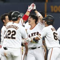 Giants pinch hitter Shinnosuke Shigenobu delivers game-winning double in ninth against Swallows