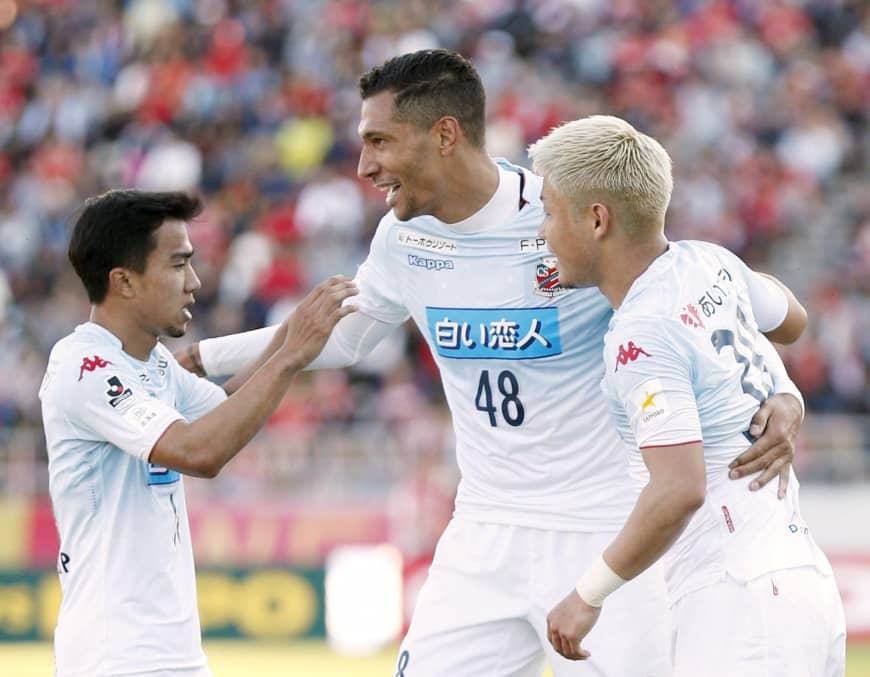 Consadole's Jay Bothroyd (center), seen in an October 2018 file photo, had two headers in Sapporo's 5-2 home win over Shonan Bellmare on Saturday. | KYODO