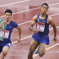 Abdul Hakim Sani Brown (right) overtakes Yuki Koike in the 200-meter final on the final day of the National Championships on Sunday at Fukuoka Hakatanomori Stadium. Sani Brown won the race with a time of 20.35 seconds, just ahead of Koike's 20.48. | KYODO
