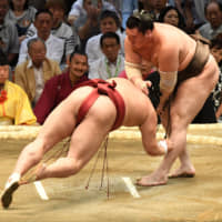 Yokozuna Hakuho defeats Abi on the first day of the Nagoya Grand Sumo Tournament on Sunday at Dolphins Arena in Nagoya. | NIKKAN SPORTS