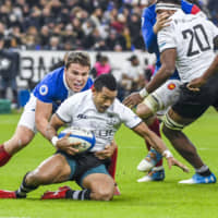 France's Antoine Dupont tackles Fiji's Henry Seniloli in a test match on Nov. 24, 2018, in Paris.   GETTY IMAGES / VIA KYODO