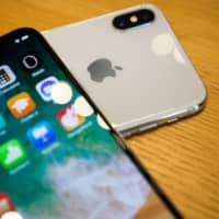 Apple is apparently concerned that its iPhones will lose its competitive edge with changes to the discounts mobile carriers can offer. | BLOOMBERG