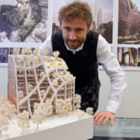 Thomas Heatherwick presents a model of a plant-adorned building he designed. | SATOKO KAWASAKI