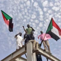 Sudanese opposition coalition, military representatives sign final power-sharing agreement