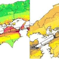 The image on the left shows the government's current quake hazard map, while the one on the right was created using Chromatic Vision Simulator — software that simulates what is seen by individuals with color vision deficiencies. | KYODO