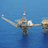 A gas field drilling facility that China built around the so-called median line between the exclusive economic zones of Japan and China in the East China Sea, is seen in this photo from the Japanese Foreign Ministry's website. | KYODO