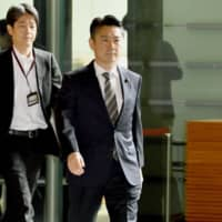 Justice Minister Takashi Yamashita enters the Prime Minister's Office for a Cabinet meeting on Friday morning. | KYODO