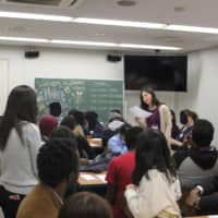 In session: Sophia Refugee Support Group conducts a Japanese class for refugees living in the Tokyo area. The classes offer people new to the country a chance to practice the Japanese they are learning. | REI ANDO