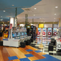 Bandai Namco amusement arcades offer family-oriented facilities with bright, welcoming facades. | © BANDAI NAMCO AMUSEMENT INC.