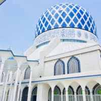 The Blue Mosque, located in Selangor's capital city of Shah Alam, has an enormous blue and silver dome and is the largest religious dome in the world.  tourism selangor