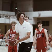 Milwaukee Bucks center Robin Lopez instructs players during a Basketball Without Borders Asia Camp practice session last Thursday in Tokyo.   NBAE