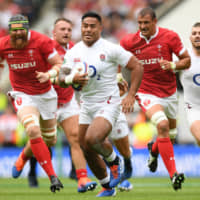 England's Manu Tuilagi (center) runs with the ball during a test match against Wales on Sunday. England plays France, Argentina, the United States and Tonga in Pool C in the Rugby World Cup. | AFP-JIJI