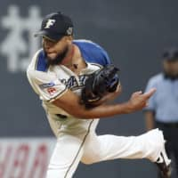 Fighters avoid sweep with win over first-place Hawks
