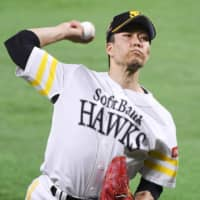 Hawks capitalize on errors in victory over Fighters