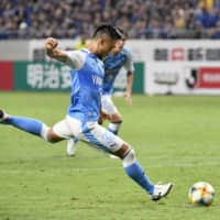 Last-minute penalty earns 10-man Jubilo a 1-1 draw with Gamba Osaka
