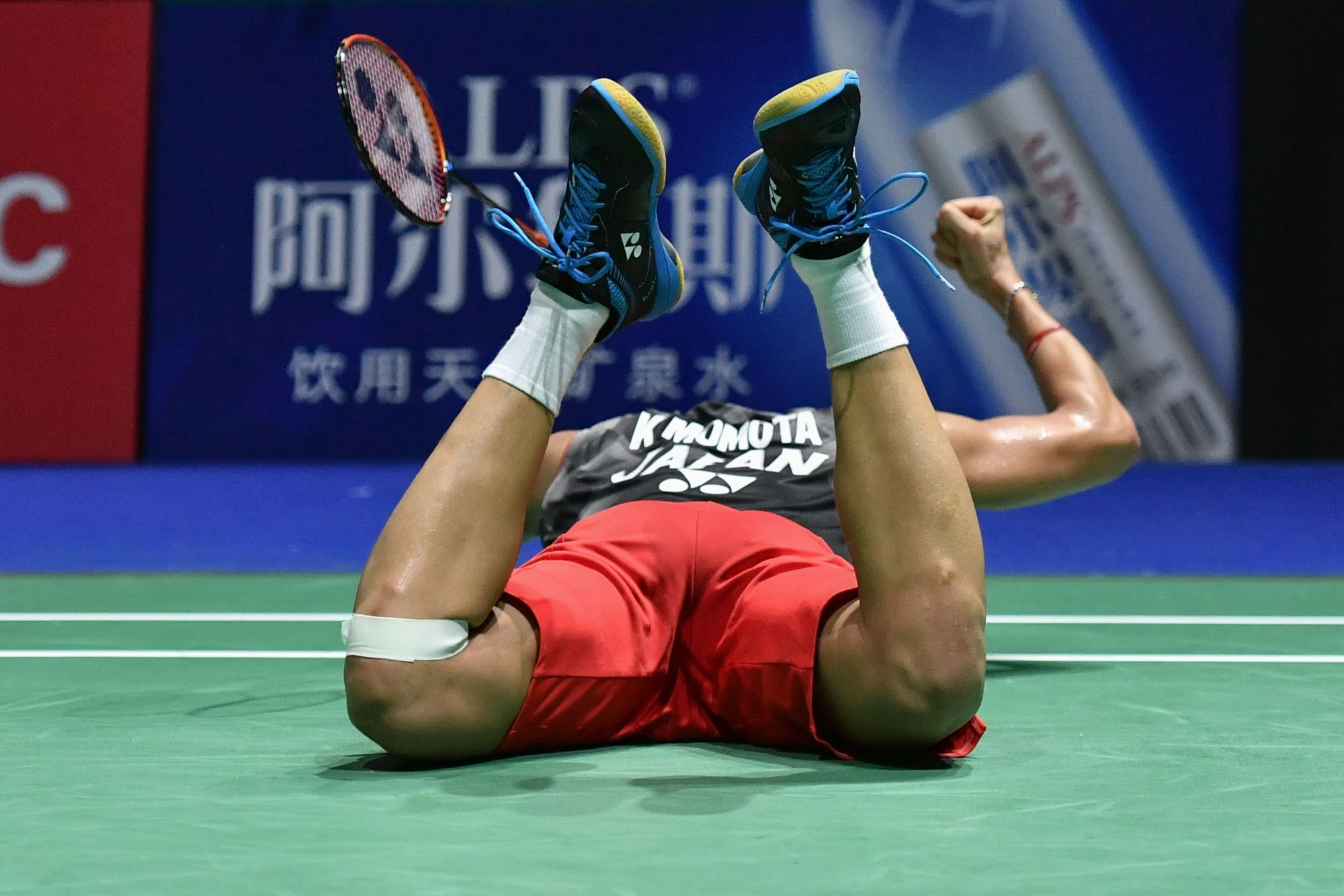 Japan's Kento Momota celebrates his victory against Denmark's Anders Antonsen during the men's singles final game at the BWF Badminton World Championships at the St. Jakobshalle in Basel, Switzerland, Sunday. | AFP-JIJI