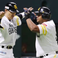 Hawks win as Alfredo Despaigne's homers decide Wada-Kaneko classic