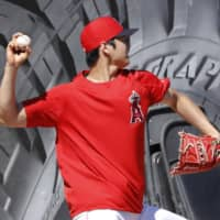 Shohei Ohtani throws curveballs for first time since Tommy John surgery