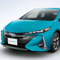 Toyota tests solar-powered Prius in quest for plug-free electric car